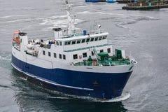 Spedisca nel porto di Torshavn sulle isole di Faroer fotografia stock