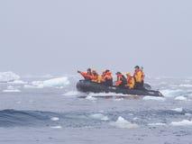 Spedizione di crociera dello zodiaco in Antartide Immagine Stock