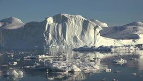 Spedizione per il Circolo polare artico agli iceberg stock footage