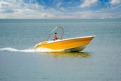 Speed-boat amarelo Fotos de Stock Royalty Free