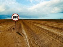 Speed limit in desert Royalty Free Stock Photography