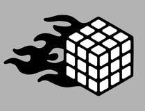 Speedcubing loga Rubik ` s sześcian i płomień ogienia postu 3d łamigłówka rozwiązuje znaka odizolowywającego na popielatym tle Zdjęcie Royalty Free