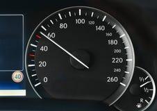 Speedometer av en bil Arkivfoton