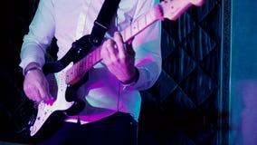 Speel elektrische gitaar volledige hd stock videobeelden