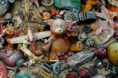 Speelgoed die op een tak hangen Stock Afbeelding