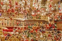 Speelgoed en decoratie op de Kerstmismarkt, Duitsland stock fotografie