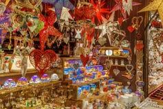 Speelgoed en decoratie op de Kerstmismarkt, Duitsland stock afbeeldingen