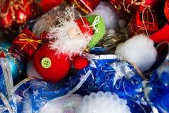 Speelgoed Nieuw jaar 2017 Kerstman en giften Stock Afbeelding
