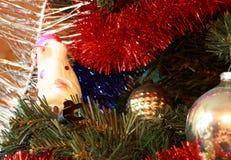 Speelgoed op de spar van de Kerstmisboom royalty-vrije stock afbeeldingen