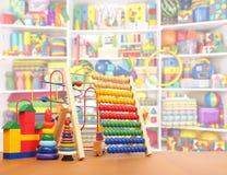Speelgoed op de vloer Stock Afbeeldingen