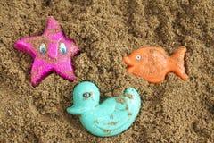 Speelgoed op het strand Royalty-vrije Stock Afbeeldingen