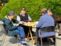 Speelkaarten binnen Fuxing-Park royalty-vrije stock foto