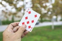 Speelkaarten in de straat stock foto