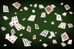 Speelkaarten die bij de pooklijst vliegen Stock Foto's