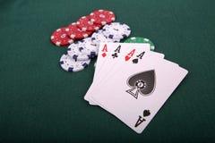 Speelkaarten en het gokken spaanders Stock Fotografie