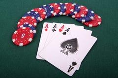 Speelkaarten en het gokken spaanders Stock Foto
