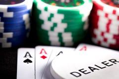 Speelkaarten en pookspaanders royalty-vrije stock afbeeldingen
