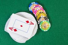 Speelkaarten en spaanders Royalty-vrije Stock Afbeeldingen