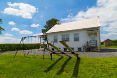 Speelplaats bij Één Zaal de Schoolhuis van Amish Royalty-vrije Stock Foto's