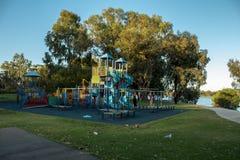 Speelplaats bij Park Stock Afbeeldingen