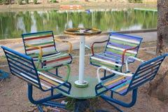 Speelplaats dichtbij de rivier Stock Foto's