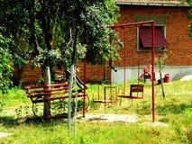 Speelplaats in een werf Stock Foto
