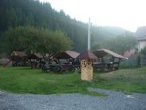 Speelplaats en picknickplaats in landelijk royalty-vrije stock afbeeldingen
