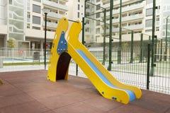 Speelplaats in het binnenlandse park Stock Foto