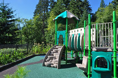 Speelplaats in het park Stock Afbeeldingen