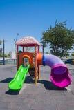 Speelplaats met het spelen op het in het kustpark van Baku stad van de Republiek van Azerbeidzjan Royalty-vrije Stock Foto