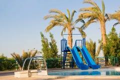 Speelplaats met pool royalty-vrije stock afbeeldingen