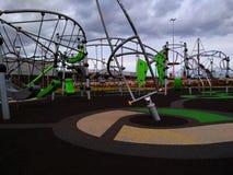 Speelplaats met rubbervloerbedekking stock afbeeldingen