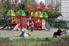 Speelplaats in moscowerdistrict Stock Foto's