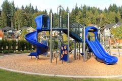 Speelplaats op een kalm buurtgebied Royalty-vrije Stock Foto's