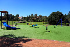 Speelplaats in Park Stock Foto's
