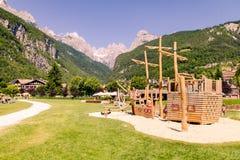 Speelplaatsstructuren met natuurlijk hout Royalty-vrije Stock Fotografie