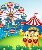 Speels monster drie bij de heuveltop met Carnaval Stock Fotografie