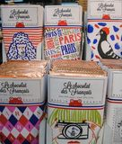 Speels verpakte Franse snoepjes voor chocoholic onderscheiden stock foto