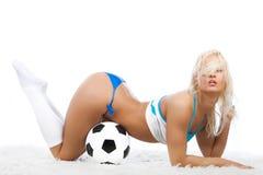 Speelse atleet met bal Stock Afbeeldingen