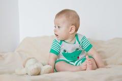 Speelse baby royalty-vrije stock fotografie