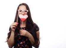 Speelse jonge vrouw klaar voor partij Royalty-vrije Stock Foto
