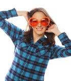 Speelse jonge vrouw met grote partijglazen Royalty-vrije Stock Fotografie