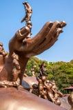 Speelt Reuzeboedha Toneelgebied 100 van Wuxilingshan kinderen groot het bronsbeeldhouwwerk van Maitreya Royalty-vrije Stock Foto's