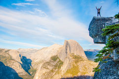 Spegel av Yosemite Falls i Yosemite ängar Royaltyfria Foton