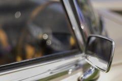 Spegel för tappningbilvinge arkivfoton