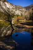 Spegel sjö i den Yosemite dalen, USA Arkivfoto