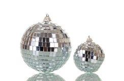Spegelförsedda julbollar som isoleras på vit Fotografering för Bildbyråer