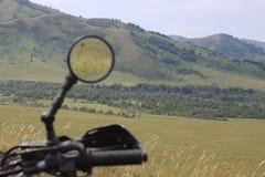 Spegelmotorcykel Charysh område Fotografering för Bildbyråer