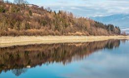 Spegelreflexion av en lantbrukarhemingång Royaltyfri Foto