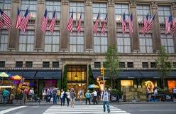 Speicher auf Fifth Avenue New York City lizenzfreie stockfotos
